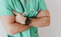 Врач - кардиолог во время смены в больнице. Архивное фото