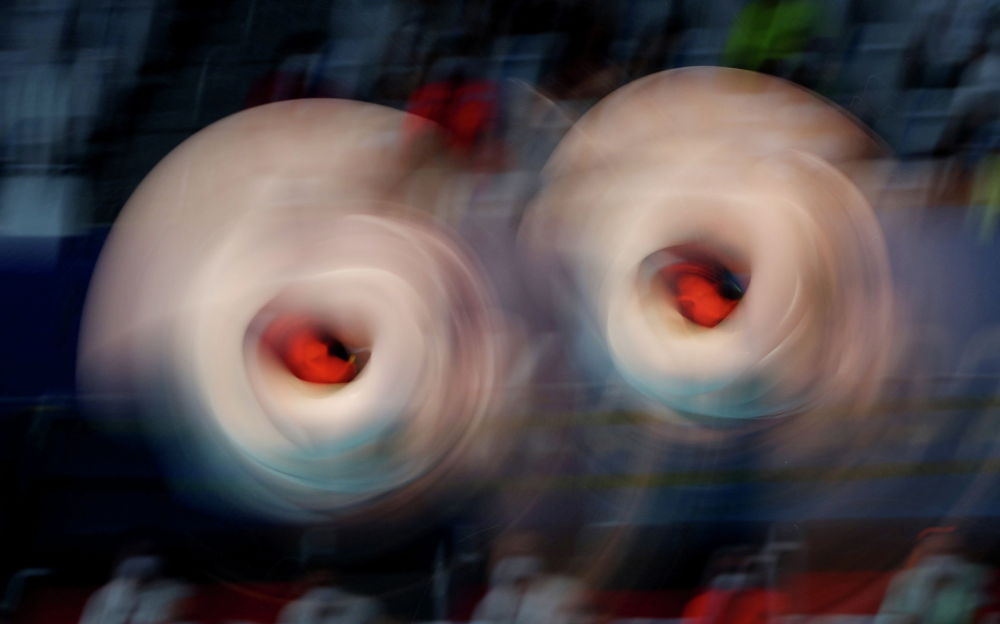 Спортчулар Лена Хентшель менен Тина Пунцель Япониядагы Олимпиада оюндарында синхрондук сууга секирүү боюнча коло медаль алышты. Немис кыздар үч метрлик бийиктиктен секиришкен