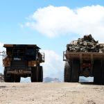 Карьерные самосвалы на территории Таласского золоторудного комбината в Кыргызстане.