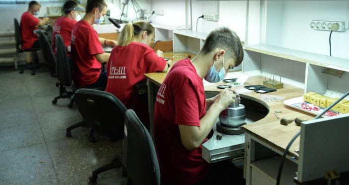 Изготовление ювелирных изделий в предприятии Кыргызалтын Ювелирпром