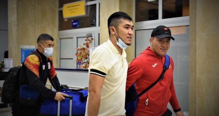 Кыргызстанские борцы греко-римского стиля вылетели на Олимпиаду в Токио