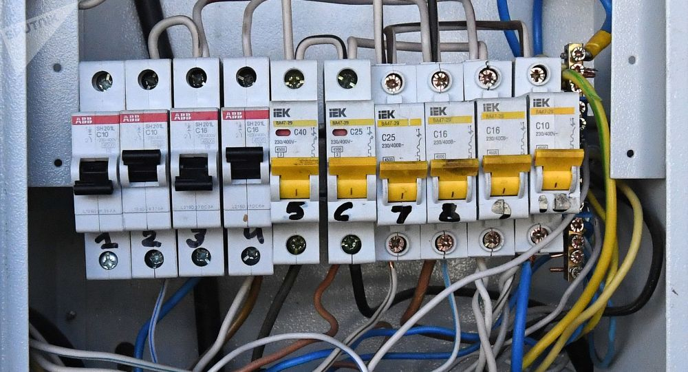Автоматические выключатели электроэнергии. Архивное фото