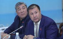Депутат Нурбек Тотонов (справа). Архивное фото