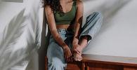 Девушка в джинсах. Архивное фото