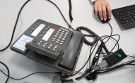 Телефон в колл-центре. Архивное фото