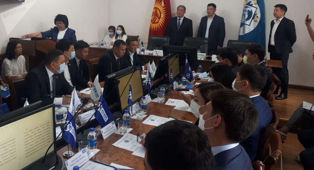 Первая сессия нового состава Бишкекского горкенеша