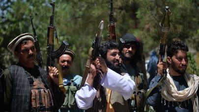 Афганистандагы курал менен кишилер. Архив