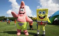 Аниматоры в костюмах Патрика и Губки Боба. Архивное фото