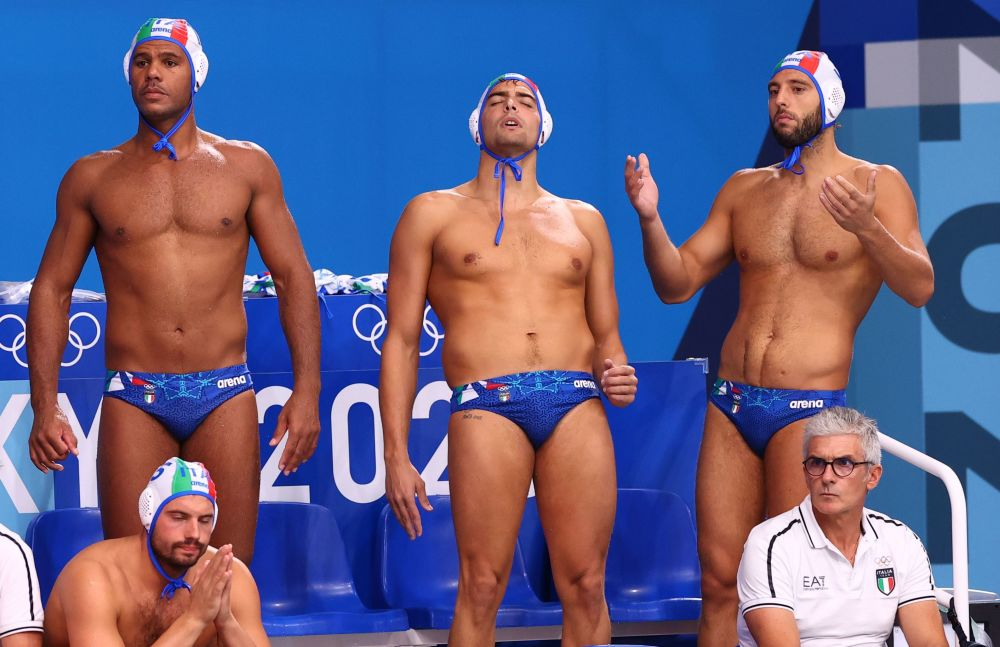 Разные эмоции пловцов сборной Италии