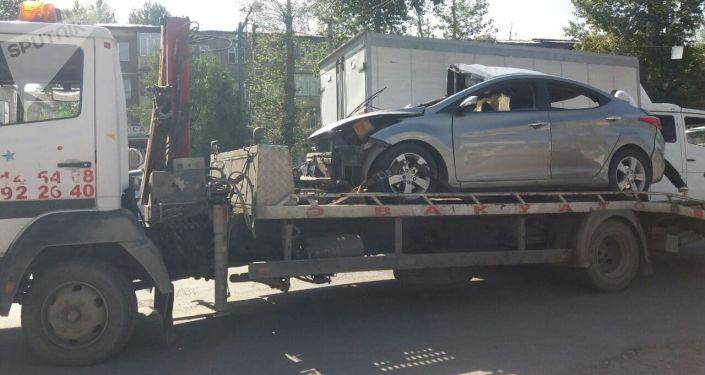 В городе Оше машина марки Hyundai врезалась в ограждение на обочине дороги, один человек скончался на месте