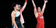 Айпери Медет Кызы из Кыргызстана (в синем) после проигрыша американке Аделина Мария Грей в полуфинальном поединке по вольной борьбе среди женщин в весовой категории до 76 кг на Олимпийских играх 2020 года в Токио. 1 августа 2021 года
