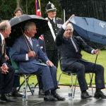 Улуу Британиянын мураскер ханзаадасы Чарльз менен премьер-министр Борис Жонсон Стаффордширде каза болгон полиция кызматкерлеринин элесине арналган мемориалдын ачылышында
