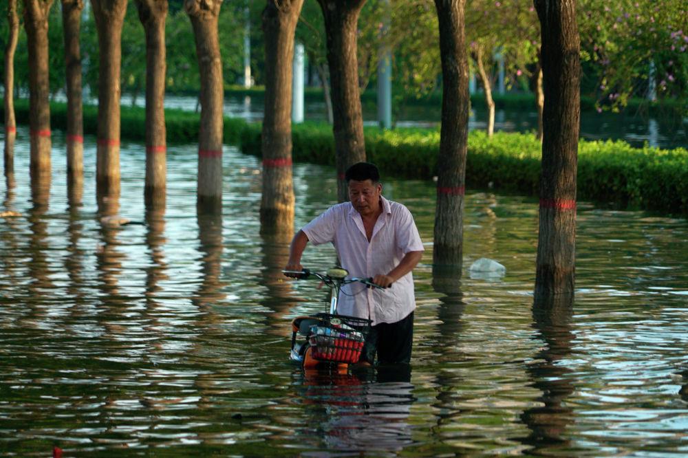 Кытайдын Синьсян айтамагында нөшөрлөгөн жаан жаап, 73 киши каза болду