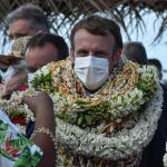 Франция президенти Эммануэль Макрондун Полинезияга жасаган сапарынан бир көрүнүш
