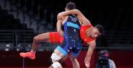 Акжол Махмудов борется с Ламджедом Маафи из Туниса на Олимпийских игр 2020 года в Токио