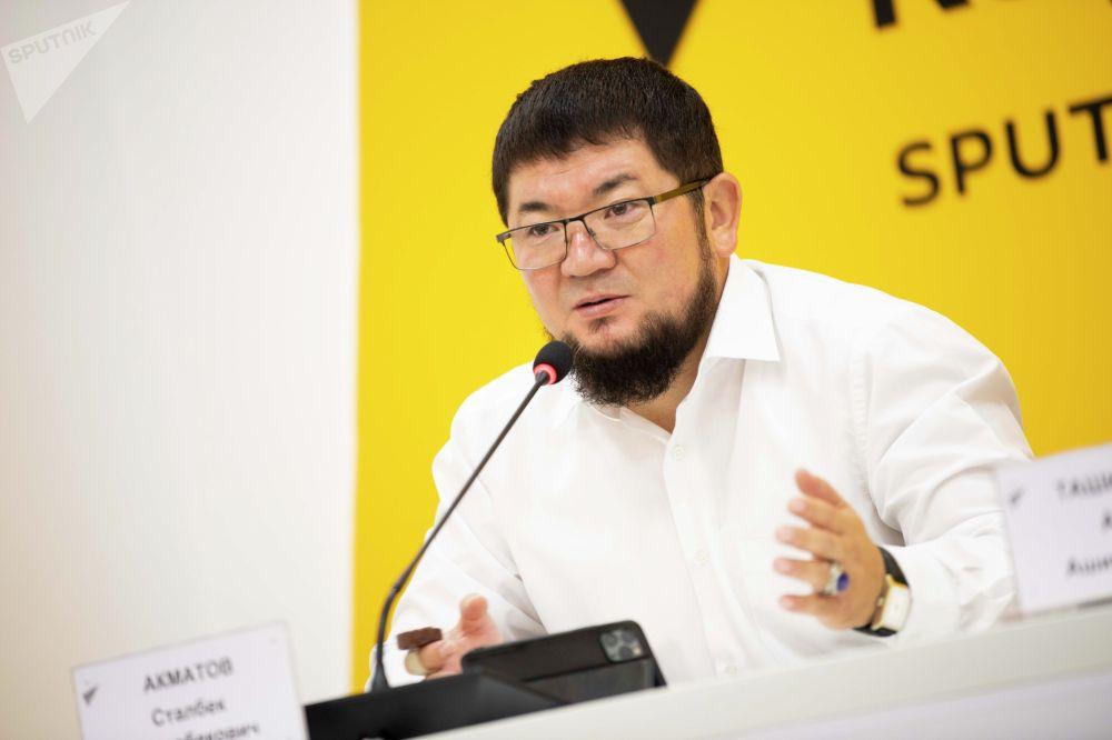 Президент Союза ювелиров и предпринимателей КР Сталбек Акматов на брифинге в пресс-центре Sputnik Кыргызстан