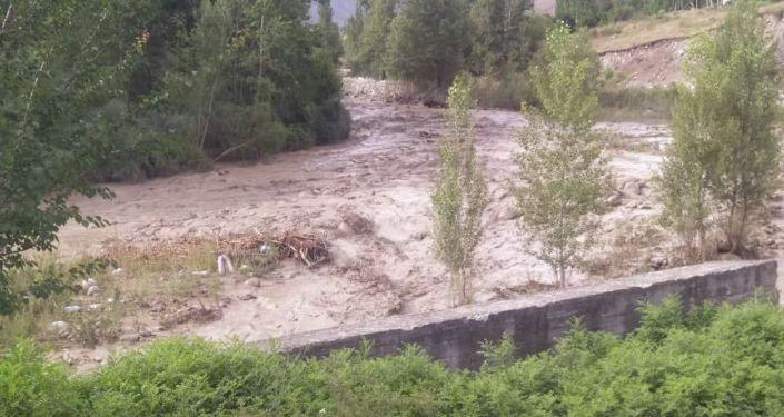 Прорыв озера Акпай, расположенного в ущелье Белогорка в селе Тош-Булак в Чуйской области. 02 августа 2021 года