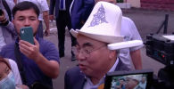 2 августа беглый президент КР Аскар Акаев прилетел в Бишкек. Его доставили на допрос в Госкомитет национальной безопасности.