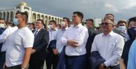 Олимпиада көрүп Ала-Тоо аянтындагы министрлер кабинетинин мүчөлөрү