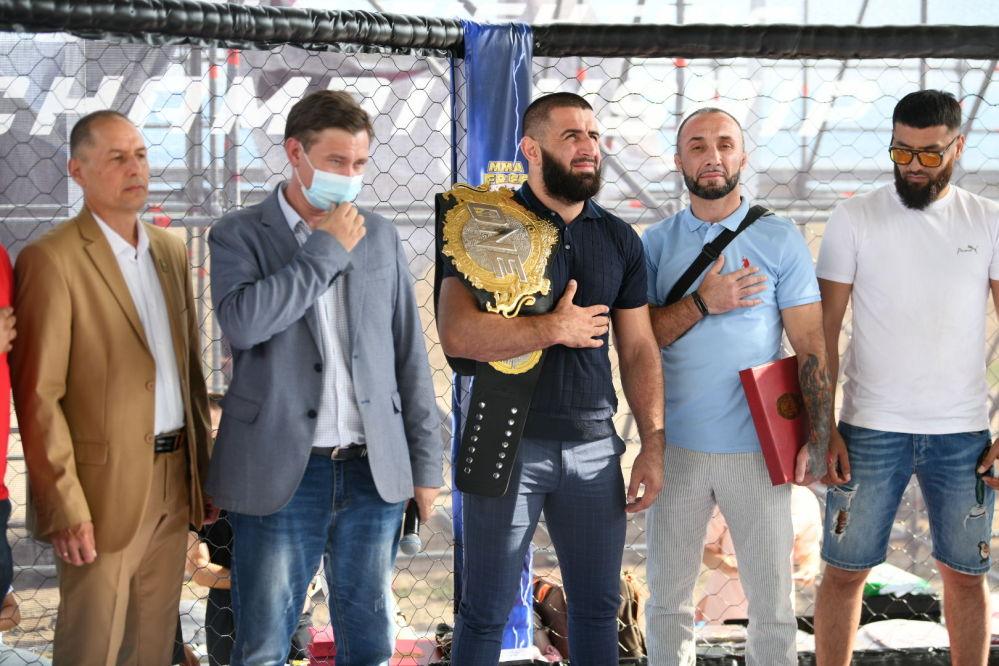 Спорттук иш-чаранын ачылышына ONE FC чемпиону, кыргызстандык мушкер Кямран Аббасов келди