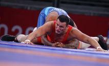 Айаал Лазарев в схватке против Гейбла Стивенсона на Олимпийских играх в Токио-2020