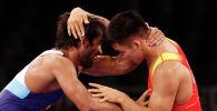 Эрназар Акматалиев борется с индийцем Баджрангом Пунией на Олимпийских играх 2020 года в Токио