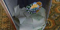 Добуш берүү урнасы Өзбекстан президенттик шайлоо учурунда. Архив