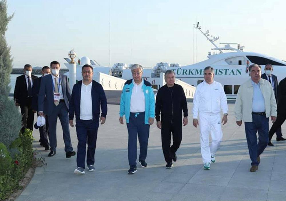 Президенты стран Центральной Азии во время прогулки на яхте по Каспийскому морю в ходе визита в Туркменистан