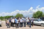 Председатель Кабинета Министров Кыргызстана Улукбек Марипов во время встречи с жителями села Мин-Булак в рамках визита в Иссык-Кульскую область
