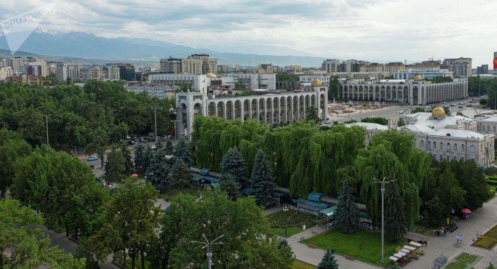 Вид на площадь Ала-Тоо в центре Бишкеке с высоты