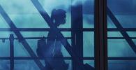 Девушка в аэропорту. Архивное фото