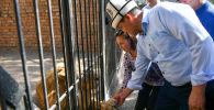 Министрлер кабинетинин төрагасы Улукбек Марипов Каракол шаарындагы Бугу Эне зоопаркына барды