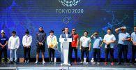 Президент Садыр Жапаров Ала-Тоо аянтында Олимпиаданын катышуучуларын жана байге алган спортчуларды куттуктоо учурунда