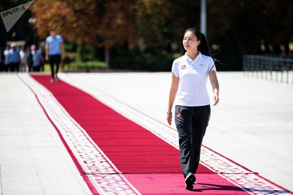 Каныкей Кубанычбекова Олимпиада мелдешинин расмий ачылышындагы салтанаттуу парадда Кыргызстандын туусун көтөрүп чыкты. Ал пневматикалык мылтык менен 10 метр аралыктан атуу боюнча жарышка катышып, финалдык баскычка өтө алган эмес.