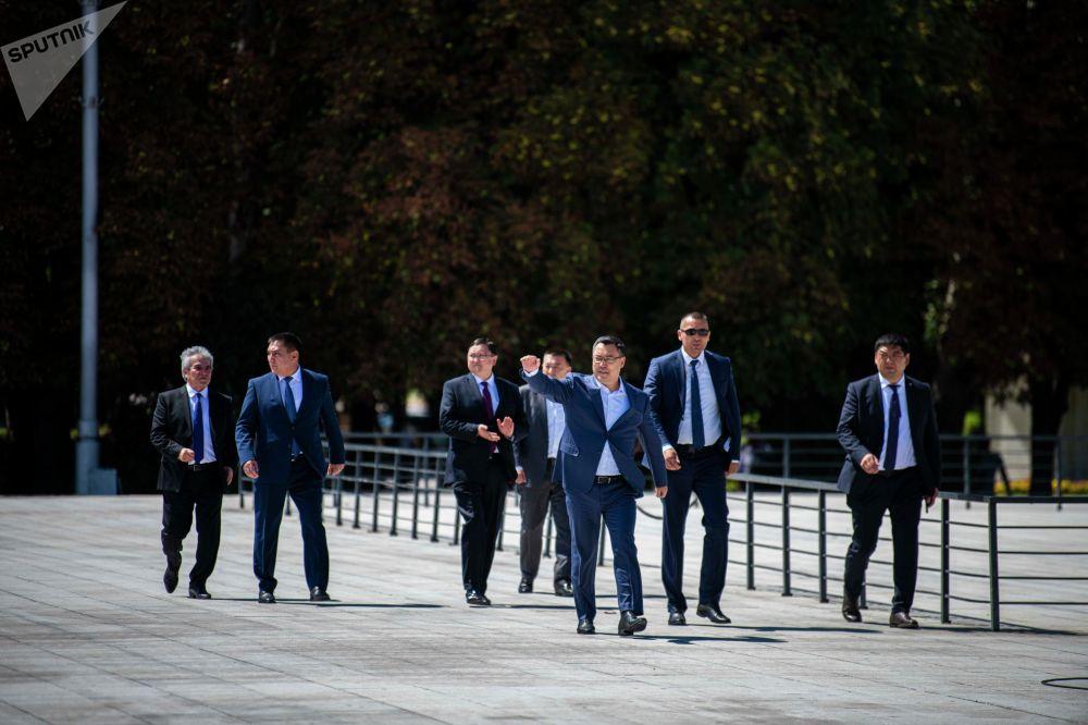 Ала-Тоо аянтында спортчуларга арналган салтанат уюштурулуп, президент Садыр Жапаров катышты