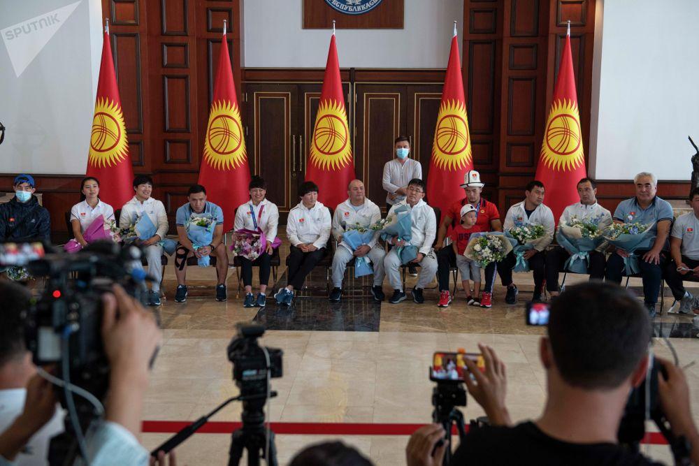 Кыргызстан спорттун күрөш түрүнөн гана медаль алды. Грек-рим күрөшүнөн төрт, кыз-келиндер күрөшүнөн үч спортчу Олимпиадага барган.