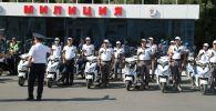 Инспекторы Управления патрульной службы милиции (УПСМ) на площади Ала-Тоо