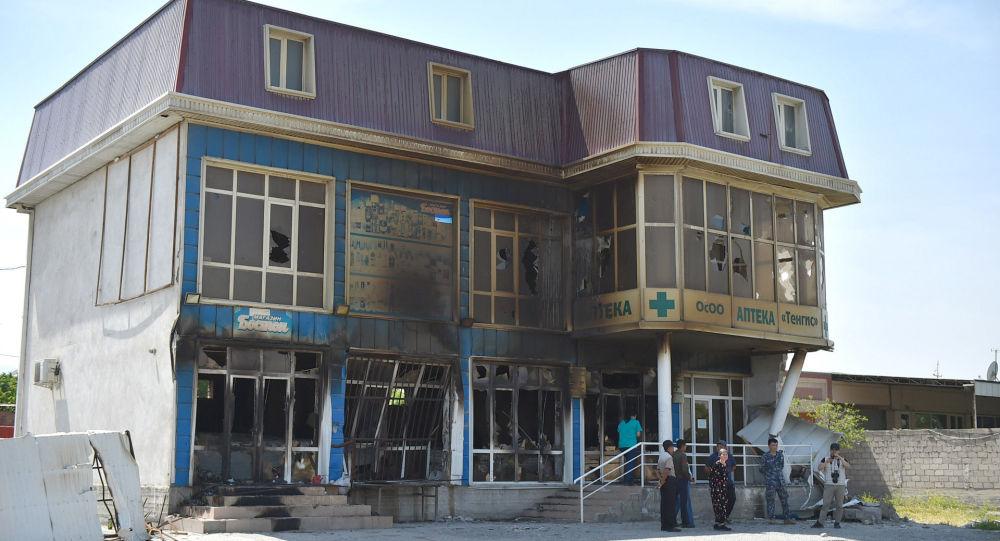 Разрушенное здание в Баткенской области разрушенное в ходе приграничного конфликта на кыргызско-таджикской границе