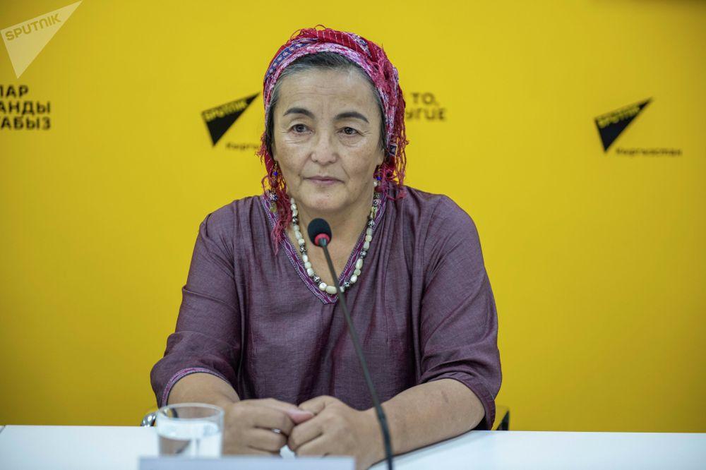 Генеральный директор фестиваля, эксперт ЮНЕСКО по нематериальному культурному наследию Динара Чочунбаева на брифинге в пресс-центре Sputnik Кыргызстан