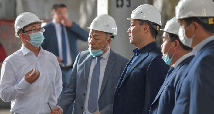 Президент Кыргызстана Садыр Жапаров во время ознакомления с состоянием ТЭЦ-2 в городе Бишкек. 13 августа 2021 года