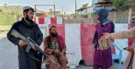 Боевики Талибана охраняют блокпост в Фарахе (Афганистан)