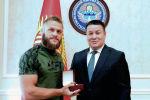 Жогорку Кеңештин төрагасы Талант Мамытов мекенине келген Кыргызстандык UFC мушкери Рафаэль Физиевди кабыл алды