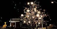 Инсталляция Дерево энергии установленная в парке Ынтымак в Бишкеке