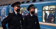 Россиядагы полиция кызматкерлери. Архивдик сүрөт
