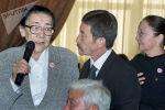 Кыргыз Республикасынын Баатыры Күлүйпа Кондучалова, КРдин эл артисти, кинорежиссер Геннадий Базаров жана белгилүү актриса Гүлсара Ажыбекованын сүрөтү 2002-жылы Бишкек шаарында тартылган.