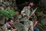 Сотрудники афганских сил безопасности на дороге в Базараке, провинция Панджшер. Афганистан