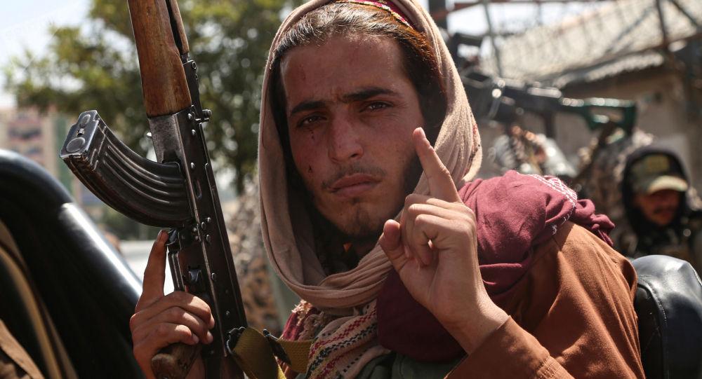 Талибан террористтик уюмдун мүчөсү Кабулда. Архивдик сүрөт