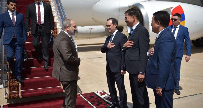 В Кыргызскую Республику для участия в очередном заседании Евразийского межправительственного совета прибыл Премьер-министр Республики Армения Никол Пашинян