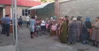 Люди занимающиеся попрошайничеством выявленные во время рейда в городе Джалал-Абад
