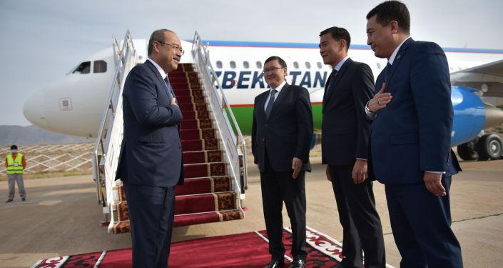 В Кыргызскую Республику для участия в очередном заседании Евразийского межправительственного совета (в качестве наблюдателя) прибыл премьер-министр Узбекистана Абдулла Арипов